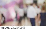 Купить «Толпа в торговом центре - люди танцуют буги-вуги, расфокусированно», видеоролик № 24254248, снято 25 апреля 2018 г. (c) Константин Шишкин / Фотобанк Лори