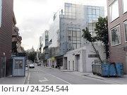 Купить «Москва, улица Хилков переулок», эксклюзивное фото № 24254544, снято 29 мая 2016 г. (c) Дмитрий Неумоин / Фотобанк Лори