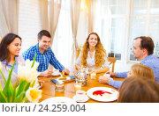 Купить «Счастливые друзья сидят за столом», фото № 24259004, снято 6 марта 2016 г. (c) Дарья Петренко / Фотобанк Лори