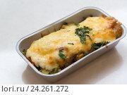 Купить «Trout baked with vegetables and cheese in batch trays», фото № 24261272, снято 4 ноября 2016 г. (c) Володина Ольга / Фотобанк Лори