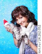 Купить «Beautiful young woman with small kitten», фото № 24262052, снято 6 января 2014 г. (c) ElenArt / Фотобанк Лори