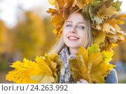 Купить «woman in autumn park», фото № 24263992, снято 8 ноября 2016 г. (c) Типляшина Евгения / Фотобанк Лори