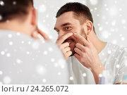 Купить «smiling man squeezing pimple at bathroom mirror», фото № 24265072, снято 15 января 2016 г. (c) Syda Productions / Фотобанк Лори