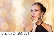 beautiful woman in black wearing diamond jewelry. Стоковое фото, фотограф Syda Productions / Фотобанк Лори