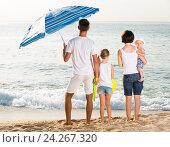 Купить «Family standing with back forward at beach», фото № 24267320, снято 20 сентября 2018 г. (c) Яков Филимонов / Фотобанк Лори