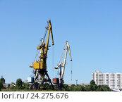 Купить «Подъемные краны в порту», фото № 24275676, снято 6 июня 2010 г. (c) Светлана Кириллова / Фотобанк Лори