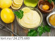 Купить «Майонез с оливковым маслом и лимонным соком. Вид сверху», фото № 24275680, снято 24 ноября 2016 г. (c) Надежда Мишкова / Фотобанк Лори