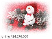 Купить «С Новым годом. Праздничная композиция со снеговиком и шишками на красном фоне», фото № 24276000, снято 15 ноября 2016 г. (c) Наталья Осипова / Фотобанк Лори