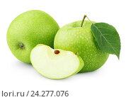 Зеленые яблоки с листьями и ломтиком, изолированные на белом. Стоковое фото, фотограф Роман Самохин / Фотобанк Лори