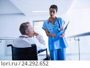Купить «Surgeons discussing over medical reports», фото № 24292652, снято 10 сентября 2016 г. (c) Wavebreak Media / Фотобанк Лори