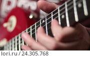 Купить «Рок-музыкант играет на гитаре», видеоролик № 24305768, снято 30 октября 2016 г. (c) Швец Анастасия / Фотобанк Лори