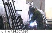 Купить «Welder at work in factory», видеоролик № 24307620, снято 10 сентября 2015 г. (c) Иван Карпов / Фотобанк Лори