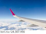 Крыло самолета. Стоковое фото, фотограф Добыш Александр / Фотобанк Лори