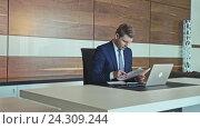 Купить «Young boss in office», видеоролик № 24309244, снято 17 февраля 2019 г. (c) Raev Denis / Фотобанк Лори