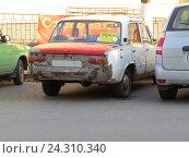 Купить «Старая машина», фото № 24310340, снято 19 октября 2016 г. (c) ViktoriiaMur / Фотобанк Лори