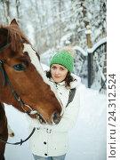 Купить «Красивая девушка и лошадь в зимнем лесу», фото № 24312524, снято 19 декабря 2015 г. (c) Рустам Шигапов / Фотобанк Лори