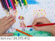 Детский рисунок карандашами. Стоковое фото, фотограф Михаил Гойко / Фотобанк Лори