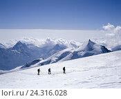 Купить «Switzerland, Valais, mountain landscape, Alphubel, Allalinhorn, ski tourer,», фото № 24316028, снято 18 марта 2018 г. (c) mauritius images / Фотобанк Лори