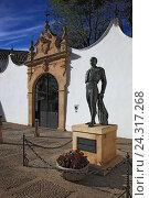 Купить «Ronda, of a white village in Andalusia, Spain, statue the toreador Antonio Ordonez in front of the bullfight arena», фото № 24317268, снято 1 ноября 2014 г. (c) mauritius images / Фотобанк Лори