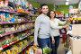 Happy couple buying food in shop, фото № 24323100, снято 5 декабря 2016 г. (c) Яков Филимонов / Фотобанк Лори