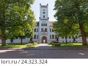 Купить «Auricher Schloss' (castle), administration building, district court, Aurich, East Frisia,», фото № 24323324, снято 16 июля 2018 г. (c) mauritius images / Фотобанк Лори