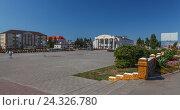 Купить «Центральная площадь города Нурлат», эксклюзивное фото № 24326780, снято 17 августа 2016 г. (c) Кучкаев Марат / Фотобанк Лори