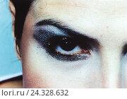 Купить «Woman, detail, eye, make-up, made up, greasepaint, cosmetics, ocular make-up, glamor, Fashion, styling, glitter, extravagance, darkly, Beauty, seriously, eyebrow», фото № 24328632, снято 15 августа 2018 г. (c) mauritius images / Фотобанк Лори