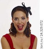 Купить «Woman, young, elegantly, hair maturity, loop, pearl necklace, Dekollete, facial play, joy, portrait, women, studio, cut out, happy, melted, pleases, enthusiasm, enthusiastically, cheerfulness,», фото № 24329072, снято 28 сентября 2000 г. (c) mauritius images / Фотобанк Лори