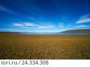 Купить «Lake Argentina, Argentina's largest freshwater lake fed by several glaciars, desert scrub, expanse, blue sky», фото № 24334308, снято 18 марта 2018 г. (c) mauritius images / Фотобанк Лори
