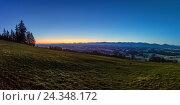 Купить «Alpine panorama on the Auerberg, Germany, Bavaria, Allgäu, Auerberg, Alps, alpine upland, red sky, sunrise», фото № 24348172, снято 17 августа 2018 г. (c) mauritius images / Фотобанк Лори