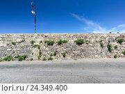 Купить «Street lamp at the Quai de Roquette, Arles, Bouches-du-Rhone, Provence-Alpes-Cote d'Azur, Southern France, France, Europe,», фото № 24349400, снято 26 апреля 2018 г. (c) mauritius images / Фотобанк Лори