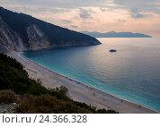 Закат на пляже в Греции. Стоковое фото, фотограф Alika Obrazovskaya / Фотобанк Лори