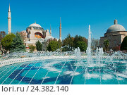 Купить «Turkey, Istanbul, Sultanahmet, well in the sultan Ahmet Park, behind it the Hagia Sophia and the Haseki Hürrem Hamam.», фото № 24382140, снято 21 августа 2018 г. (c) mauritius images / Фотобанк Лори