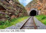 Купить «Путевая выемка перед железнодорожным тоннелем. Кругобайкальская железная дорога.», фото № 24390556, снято 29 июля 2016 г. (c) Виктор Никитин / Фотобанк Лори