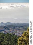 Купить «Высокогорная деревня на острове Тенерифе. Вид с высоты облаков. Канары, Испания», фото № 24392624, снято 6 января 2016 г. (c) Кекяляйнен Андрей / Фотобанк Лори