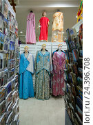 Купить «Africa, Morocco, Marrakech, traditional clothing in a tourist shop,», фото № 24396708, снято 22 мая 2019 г. (c) mauritius images / Фотобанк Лори