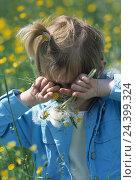 Купить «Pollinosises, flower meadow, girl, eyes, grate meadow, flowers, child, allergy, polling allergy, reaction, allergically, pollen, allergens, pollen, flower...», фото № 24399324, снято 17 июля 2003 г. (c) mauritius images / Фотобанк Лори