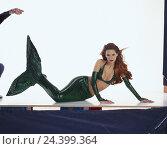 Купить «Mermaid woman, lining, costume, tail fin, mermaid, Melusine, legend, fairy tale, fantasia, fairy tale shape, water mind, lie, cut out, studio», фото № 24399364, снято 30 ноября 2001 г. (c) mauritius images / Фотобанк Лори