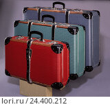 Купить «Suitcases, sizes, passed away, red, green, blue, cut out, studio, inside, product photography, Still life, suitcase, closely, closed, luggage, luggage...», фото № 24400212, снято 20 июля 2018 г. (c) mauritius images / Фотобанк Лори