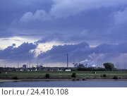 Купить «Germany, North Rhine-Westphalia, Rhine shore, Duisburg, industrial plant, beautyful clouds, evening, Europe, dysentery area, dysentery pot, industry, economy...», фото № 24410108, снято 20 октября 2005 г. (c) mauritius images / Фотобанк Лори