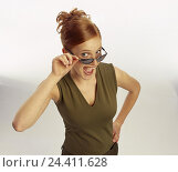 Купить «Woman, young, top, sunglasses, gesture, joy, enthusiasm, half portrait, women, studio, cut out, red-haired, enthusiastically, pleases, happy, in amazement,», фото № 24411628, снято 29 сентября 2000 г. (c) mauritius images / Фотобанк Лори