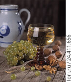 Купить «Wineglass, white wine, grapes, walnuts, tone jug wine, glass, grapes, nuts, inside, product photography, Still life», фото № 24411656, снято 17 января 2000 г. (c) mauritius images / Фотобанк Лори