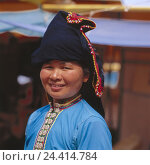 Купить «Laos, Luang Prabang, Hao Tai-Dam, woman, young, headgear, portrait, no model release Asia, Indochina, the north, mountain tribe, tribe, Thai-Dam, locals, women's portrait, view camera, smile, outside», фото № 24414784, снято 28 ноября 2005 г. (c) mauritius images / Фотобанк Лори