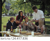 Купить «Garden, men, women, raise the glass, leisure time, garden party, group, guests, clique, friends, five, celebrate, table, covered, drink, Sparkling Wine...», фото № 24417836, снято 3 июля 2002 г. (c) mauritius images / Фотобанк Лори