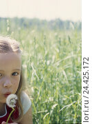 Купить «Meadow, girl, puff's flower, portrait, detail model released child, childhood, flower, dandelion, fadeds, inflorescence, holidays, leisure time, natural, lighthearted, tuning, positively, summer», фото № 24425172, снято 23 сентября 2018 г. (c) mauritius images / Фотобанк Лори