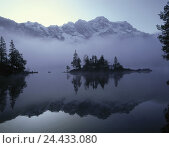 Купить «Fog, mountain lake, scenery, nature, lake, mood, blue, morning, morning mood, morning fog, daybreak, daybreak, atmospheric, picturesquely, Idyll, rest, silence, outside», фото № 24433080, снято 11 мая 2010 г. (c) mauritius images / Фотобанк Лори
