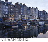 Купить «France, Normandy, Honfleur, Vieux basin you port, promenade, street cafes, Europe, department applejack, town view, seafarer's town, old harbour, Ste....», фото № 24433812, снято 24 января 2003 г. (c) mauritius images / Фотобанк Лори