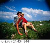Купить «Couple with concertina on mountain pasture», фото № 24434844, снято 18 августа 2018 г. (c) mauritius images / Фотобанк Лори