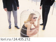 Купить «Businesswoman, card cage, locked up, men, stand, detail, business, woman, suppression, discrimination, slavery, harassment, submission, maneuver, restriction...», фото № 24435212, снято 16 июля 2018 г. (c) mauritius images / Фотобанк Лори