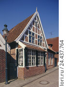 Купить «Germany, Lower Saxony, viper village, Old Town, half-timbered house, Europe, North Germany, district Cuxhaven, town, seaside resort, house, residential house, clay brick house, clinker, half-timbered», фото № 24437764, снято 9 июля 2003 г. (c) mauritius images / Фотобанк Лори